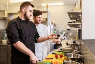 Formação de aprendizagem facilita acesso ao mercado de trabalho na Suíça