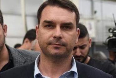 Depósitos a ex-motorista de Flávio Bolsonaro seguiam dia de salário | AFP