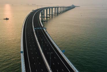 Com 55 quilômetros, maior ponte marítima do mundo é inaugurada | AFP