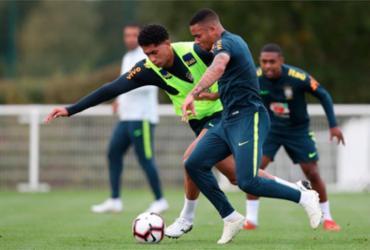 Seleção se divide em trabalhos com bola e regenerativo no 1º treino em Londres | Lucas Figueiredo l CBF