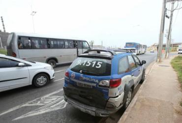 Colisão entre carro e viatura policial deixa quatro feridos na Paralela | Margarida Neide | Ag. A TARDE