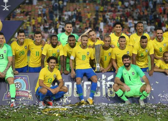 Com gol nos acréscimos, Brasil derrota Argentina e conquista troféu do Superclássico   AFP