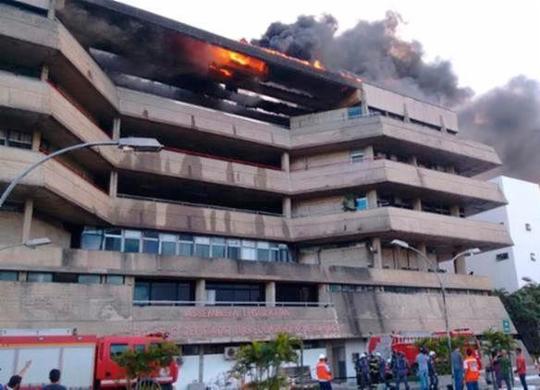 Laudo aponta que incêndio na Assembleia Lagislativa da Bahia foi acidental   Fábio Bittencourt   Ag. A TARDE