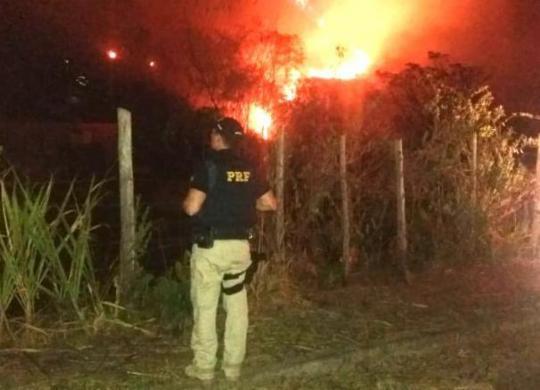 Homem é preso por incêndio de grandes proporções em Teixeira de Freitas | Divulgação | PRF