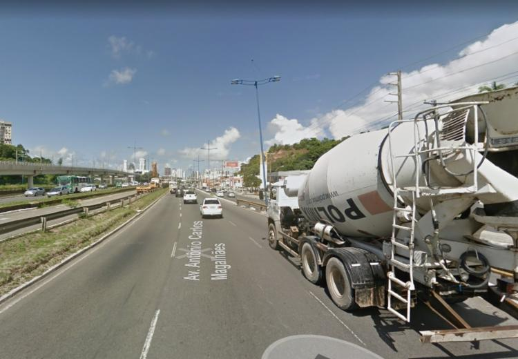 O incidente ocorreu por volta das 11:30, embaixo do viaduto do Acesso Norte - Foto: Reprodução   Google