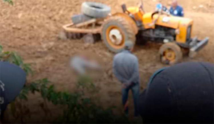 A vítima acabou sendo atropelada pelo veículo após descer para conferir uma peça. - Foto: Reprodução | blog do Marcelo