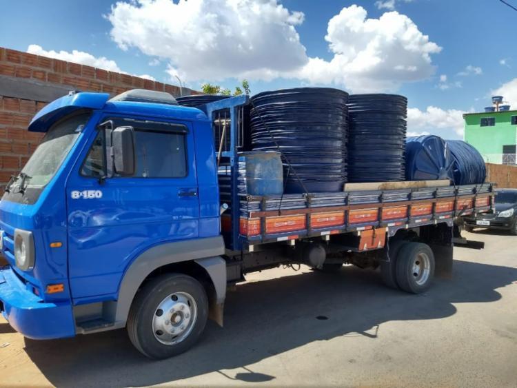 Caminhão estava carregado com 150 caixas d'água que seriam distribuídas na zona rural - Foto: Divulgação | SSP-BA