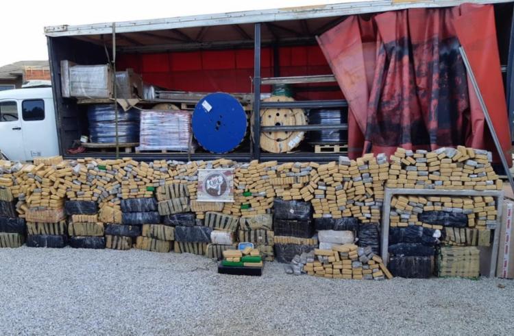 Cerca de 1,8 tonelada da droga era transportada por caminhão do Paraná para Salvador - Foto: Divulgação | SSP-BA