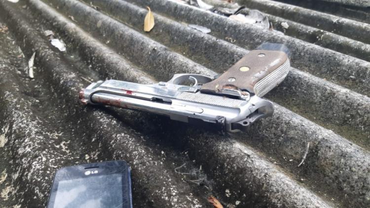 Arma foi localizada com um dos suspeitos - Foto: Divulgação | SSP-BA