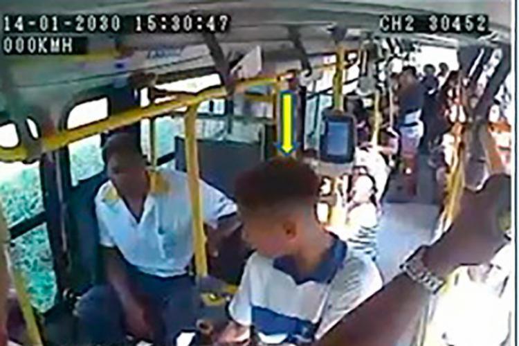 Imagens das câmeras dos ônibus mostram a ação do suspeito - Foto: Divulgação | SSP-BA
