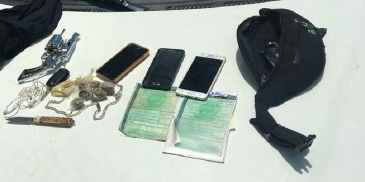 A polícia encontrou com o suspeito drogas, arma e aparelhos celulares - Foto: Divulgação