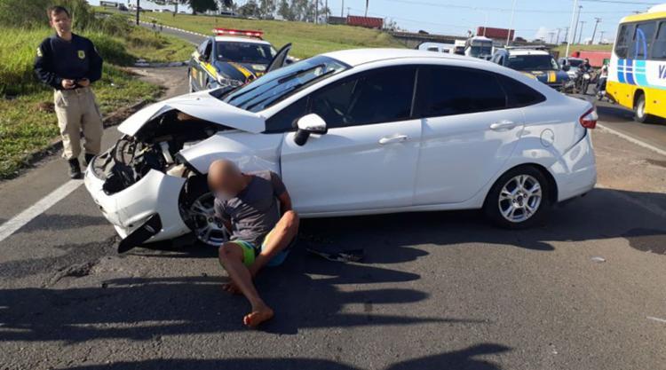 Um suspeito tentou escapar a pé, mas foi contido pelos agentes - Foto: Divulgação | PRF
