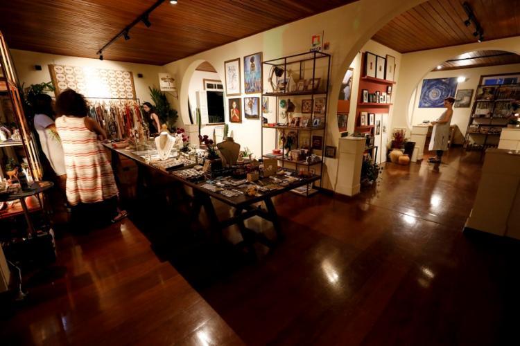 Mais de mil objetos são vendidos na Elementuá da CASACOR Bahia 2018 - Foto: Adilton Venegeroles / Ag. A TARDE