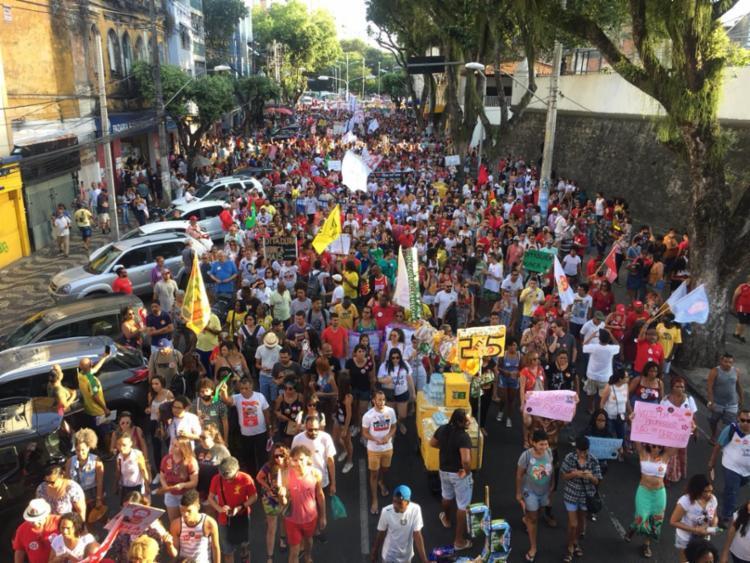 Após concentração no Campo Grande, participantes saíram em caminhada com destino ao Farol da Barra - Foto: Luciano Carcará   Ag. A TARDE
