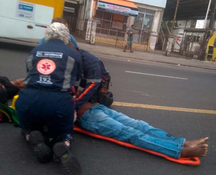 As vítimas recebem atendimento do Samu na manhã desta quinta-feira - Foto: Cidadão Repórter | Via WhatsApp
