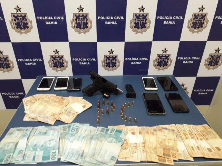 Materiais foram encontrados com o trio no interior do avião