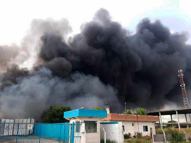 Fogo começou na madrugada desta sexta-feira, 26 - Foto: Paulo José | Site Acorda Cidade
