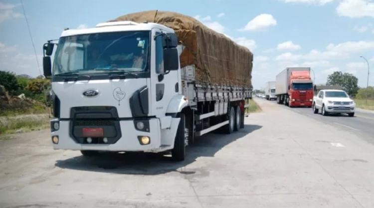 Ford Cargo foi roubado no município pernambucano de Bonito, em julho de 2014 - Foto: Divulgação   PRF