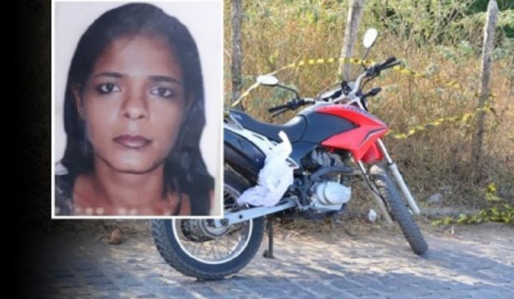 A vítima pilotava uma moto de 150 cilindradas quando foi surpreendida pelo atirador - Foto: Reprodução | Voz da Bahia