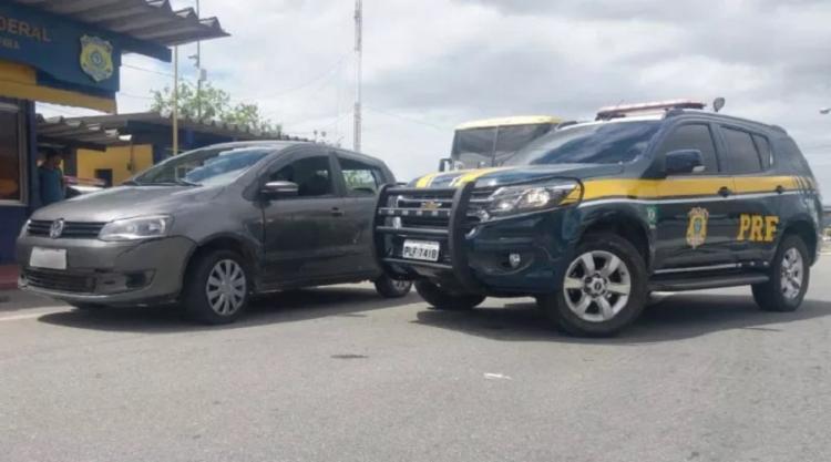 O condutor do veículo, informou que não estava com a documentação do veiculo - Foto: Divulgação PRF