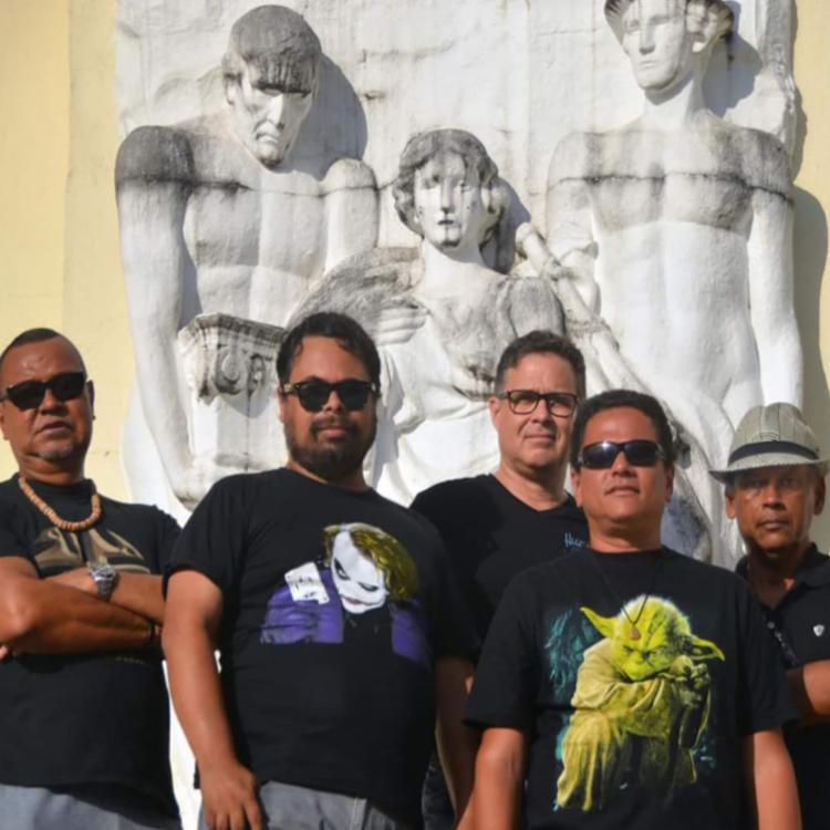 Grupo traz no seu repertório releituras de clássicos que marcaram época na música nacional e internacional - Foto: Divulgação