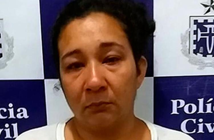 A camareira foi presa por furtar R$ 500,00 reais de uma turista em Arraial D' Ajuda - Foto: Reprodução | Teixeira News