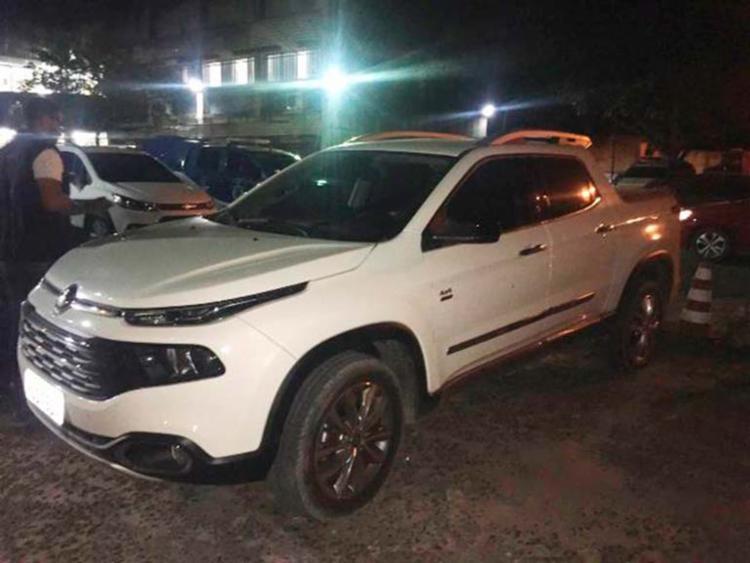 Suspeito estava em um carro Fiat Toro quando foi interceptado pelos policiais