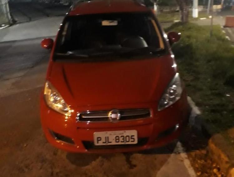 Veículo modelo Idea está com os suspeitos detidos na avenida Suburbana - Foto: Divulgação | SSP-BA