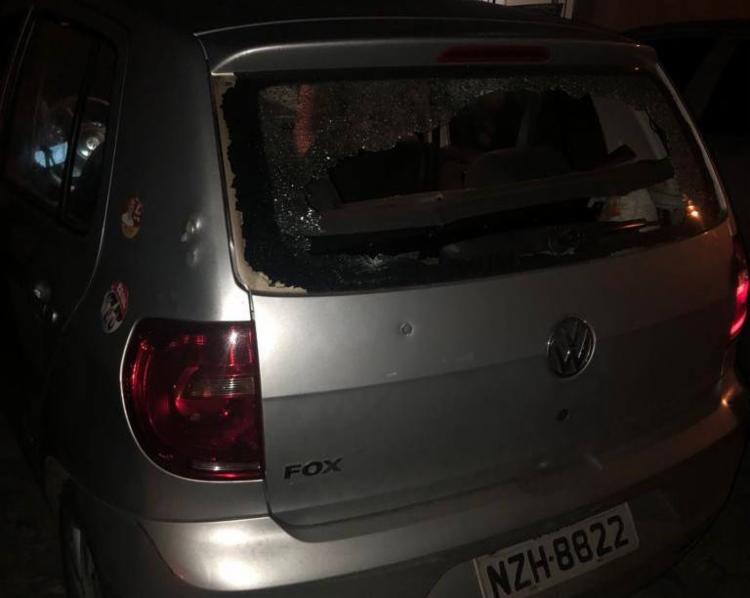 O casal roubou um veículo em Mussurunga e fez a proprietária refém - Foto: Reprodução| Simões Filho Online