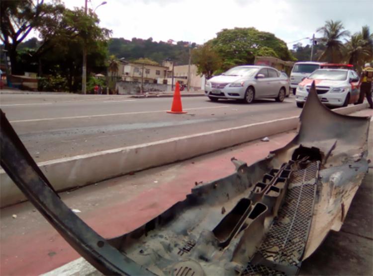 Veículos já foram retirados da via; agentes de trânsito continuam no local - Foto: Joá Souza   Ag. A TARDE