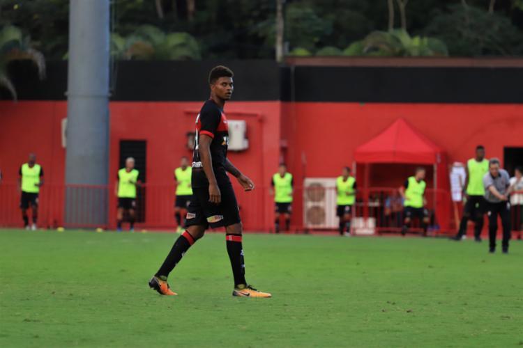 Lucas Ribeiro, de 19 anos, precisou de apenas duas partidas para ser titular no time de Carpegiani