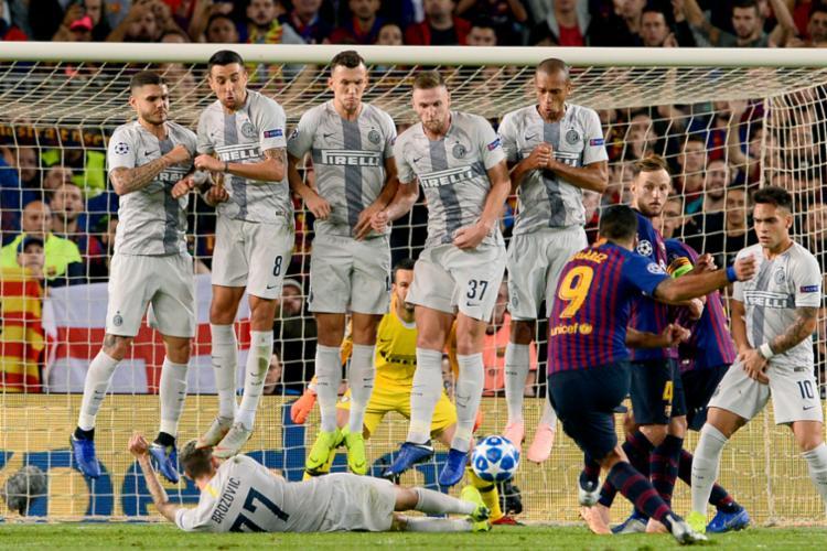 O técnico Ernesto Valverde, após várias experiências, parece ter descoberto a melhor formação do Barcelona - Foto: Josep Lago   AFP