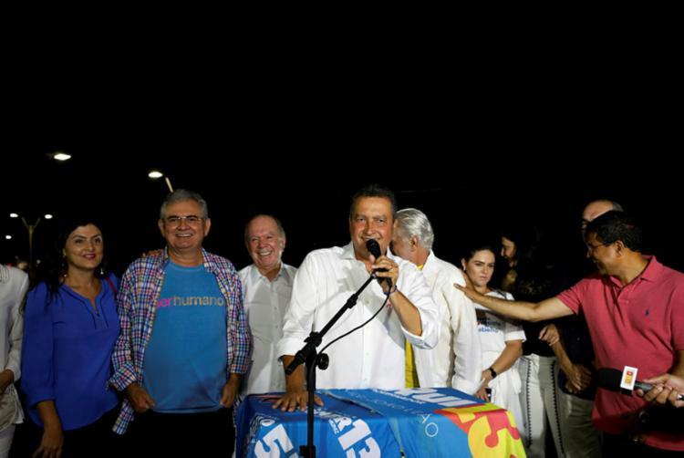 Rui Costa foi ontem ao Rio Vermelho festejar a vitória do 'Time da Correria' - Foto: Adilton Venegeroles | Ag. A TARDE