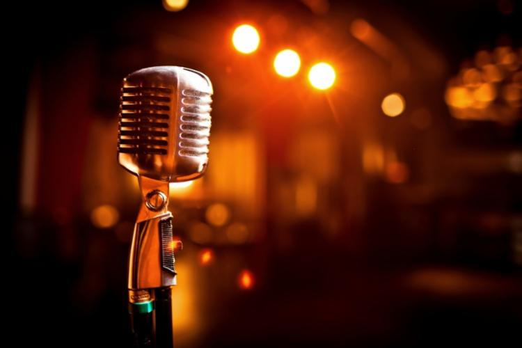 Microfone estará aberto para os participantes do concurso soltarem a voz - Foto: Reprodução