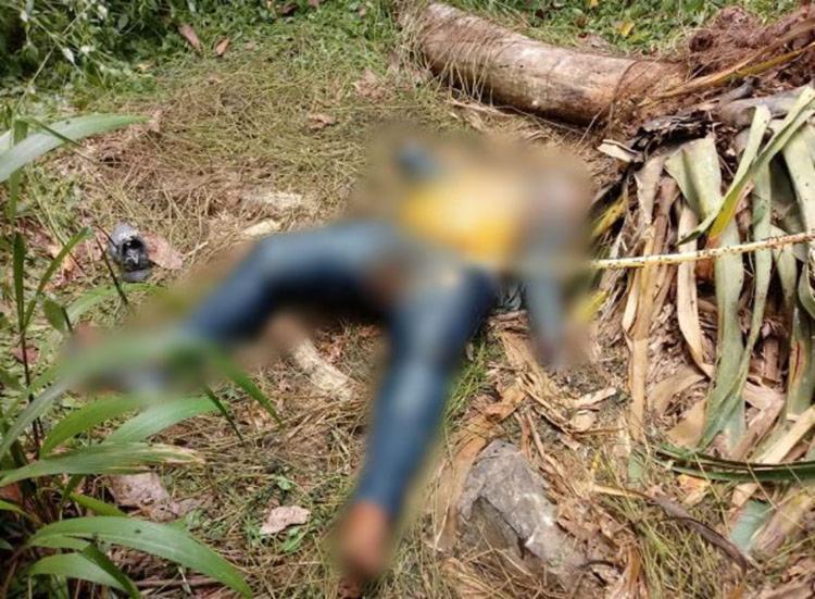 A vítima, que foi achada sem documentação, vestia calça jeans azul, blusa listrada, uma jaqueta jeans e usava um tênis preto - Foto: Reprodução