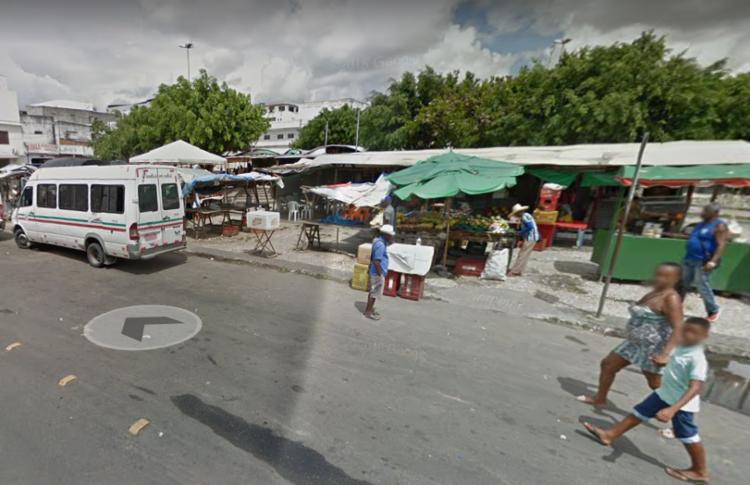 O homem, conhecido como 'Biscoito', foi morto a tiros em frente ao Centro de Abastecimento, no bairro Barroquinha - Foto: Divulgação| Google Maps