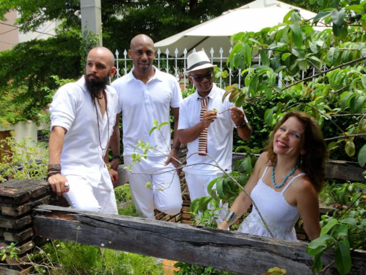 Os quatro músicos que formam o conjunto, Elisa Goritzki, Dudu Reis, Daniel Velloso e Reinaldo Boaventura - Foto: Martinho Souza | Divulgação
