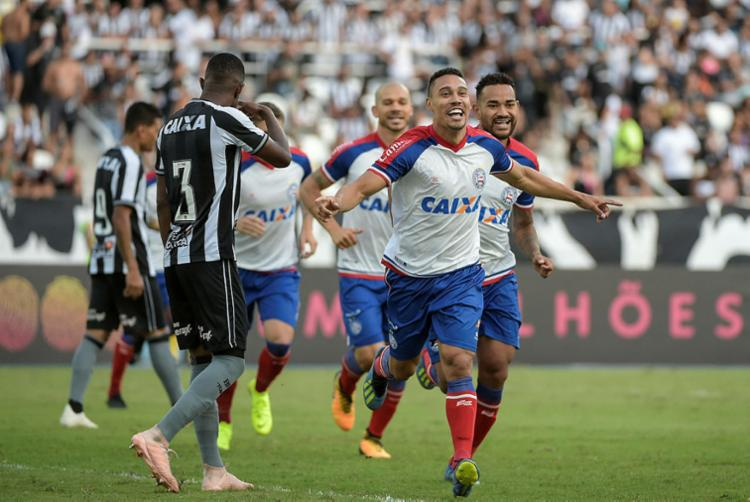 Edigar Junio comemora após marcar o único gol da partida - Foto: André Fabiano | Estadão Conteúdo