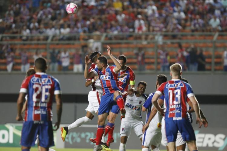 Equipes se enfrentam no estádio de Pituaçu em briga direta contra a zona de rebaixamento do Campeonato Brasileiro - Foto: Adilton Venegeroles | Ag. A TARDE
