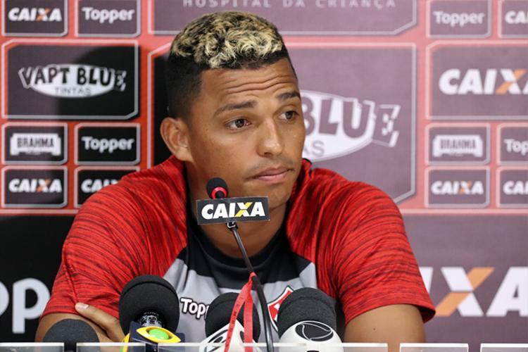 Zagueiro declarou que prefere não ficar olhando a tabela de classificação - Foto: Maurícia da Matta | EC Vitória