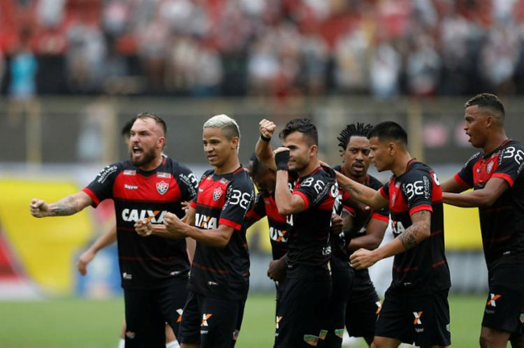 Vitória busca recuperação em partida contra o São Paulo - Foto: Raul Spinassé   Ag. A TARDE