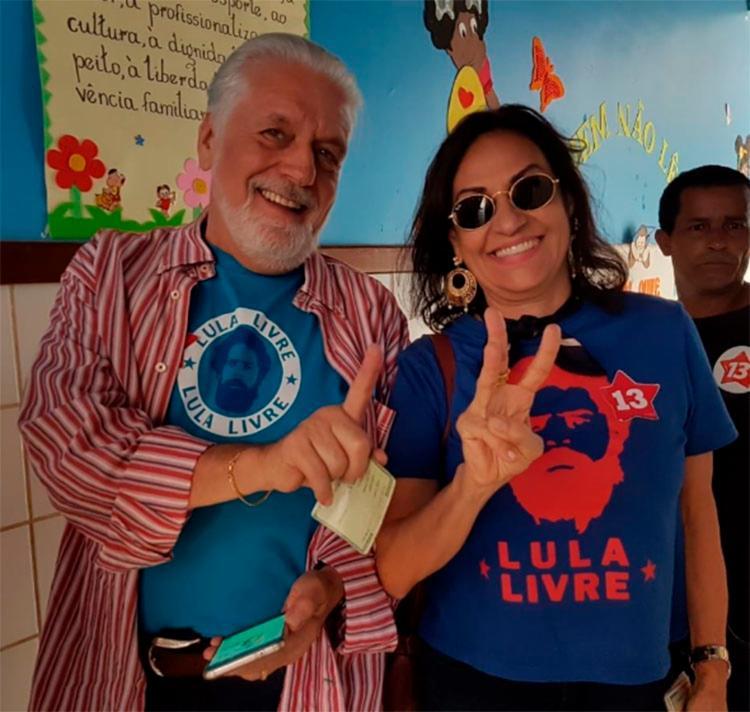 Ao lado da esposa, Fátima Mendonça, Wagner retorna a Salvador ainda neste domingo para acompanhar o governador Rui Costa - Foto: Divulgação