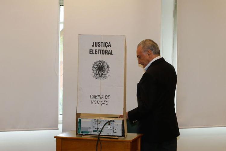 Temer falou com a imprensa ao sair do colégio Santa Cruz, na zona Oeste da capital paulista, onde chegou para votar às 8h07 - Foto: Cesar Itiberê   PR