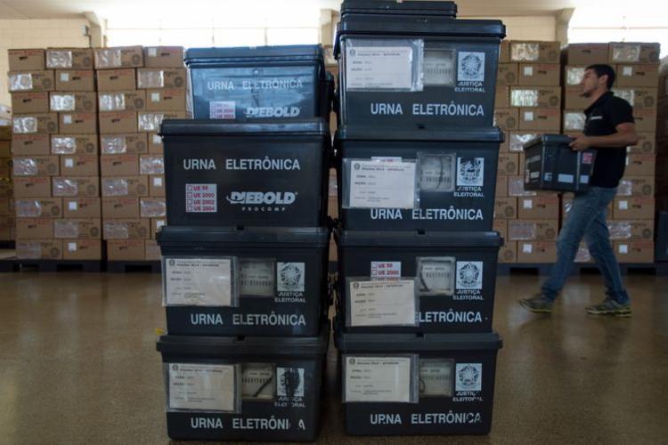 Urnas eletrônicas foram enviadas este ano a 125 países. Em 2014, 135 países receberam urnas - Foto: Arquivo   ABr