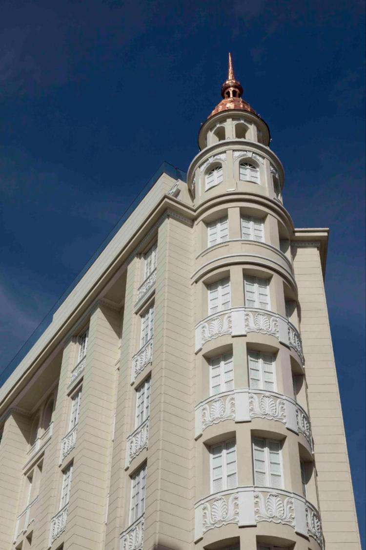 O Fera Palace Hotel tem 81 apartamentos e está situado na rua Chile - Foto: Xico Diniz
