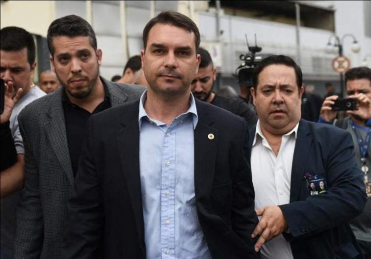 Ex-motorista de Flávio Bolsonaro deve depor na semana que vem no Ministério Público do Rio - Foto: AFP