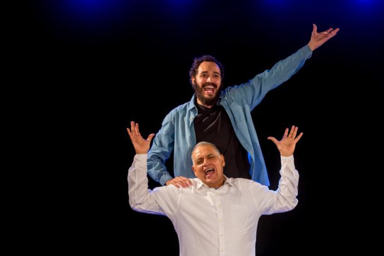 Pai de João Guisande, Antônio Roque acaba de fazer seu primeiro curso de teatro