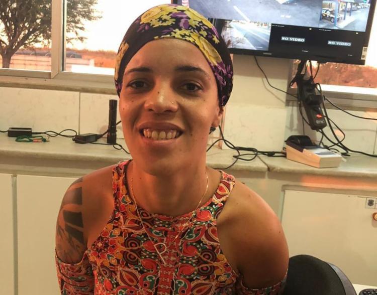 Sorrindo, suspeita informou em depoimento que arma seria levada para comparsas - Foto: Divulgação | SSP-BA
