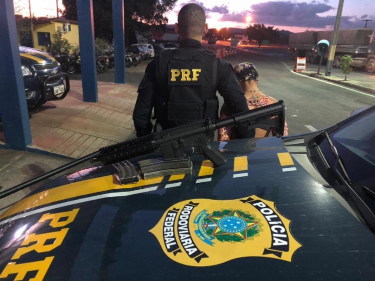 Fuzil era transportado no bagageiro de ônibus que fazia trajeto entre Goiânia e Salvador