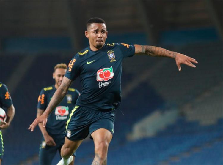 O jogador do Manchester City, que decepcionou na Copa, segue com a confiança do comandante da Seleção - Foto: Lucas Figueiredo l CBF
